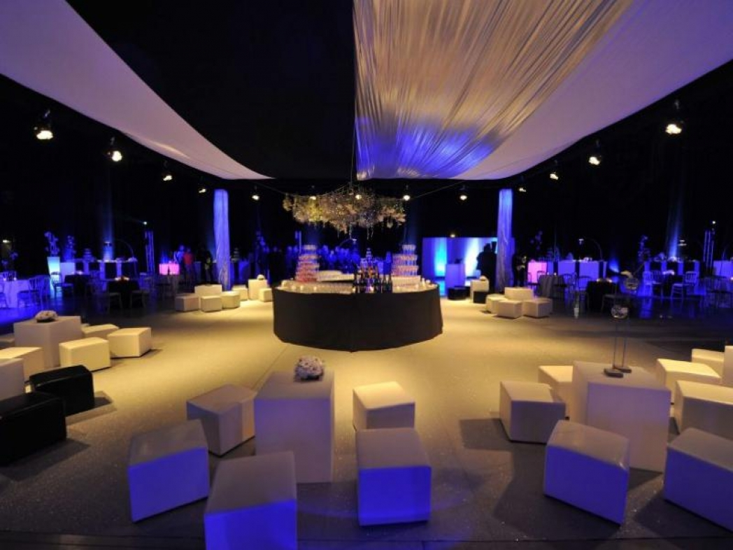 """Soirée """"BOND"""" 2011 Champagne Bollinger Organisation complète 1600 personnes"""