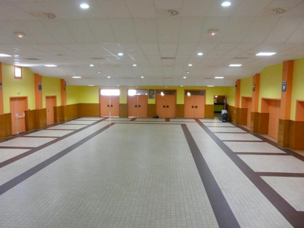 Salle des fêtes du Mesnil-Sur-Oger non décoré